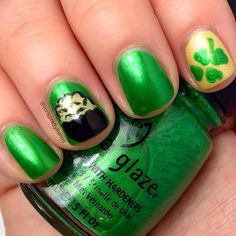 St Patrick's Day nails and nail art. Pot of gold and four leaf clover. China glaze Paper Chasing and Zoya Piaf. Easy nail art. #stpatricksday