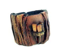 Tribal leather bracelet with brown shell mop por julishland en Etsy