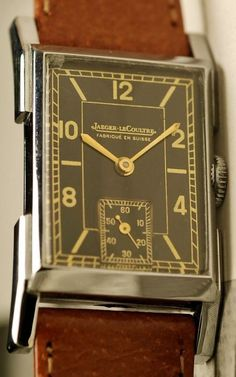 In 1937, the Parisian houses and Jaeger LeCoultre formalized their long collaboration, from now on the watches will wear the brand Jaeger LeCoutre. Around 1940. Beautiful wristwatch, stainless steel case newly polished oblique mineral glass, dimensions: 22mm x 37mm without crown, original black dial in perfect condition with fine sword hands, small seconds at 6 o'clock. Dial, case and movement signed. Mechanical manual windup with caliber 410 signed Jaeger LECOUTRE and numbered 92657, fully…