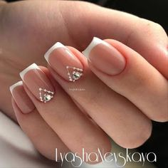 The advantage of the gel is that it allows you to enjoy your French manicure for a long time. There are four different ways to make a French manicure on gel nails. French Nails, New French Manicure, French Manicures, Nail Manicure, Diy Nails, Cute Nails, Pretty Nails, Bride Nails, Wedding Nails