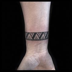 100 Best Wrist Tattoo Designs of 2016 Men Henna Tattoo, Wrist Henna, Small Henna Tattoos, Wrist Tattoos For Women, Tattoos For Guys, Mandala Tattoo, Ankle Band Tattoo, Forearm Band Tattoos, Cute Ankle Tattoos