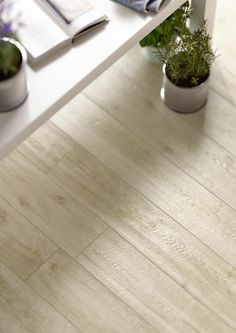 Find your collection by nameTreverkwayMarazzi - Treverkway wood effect stoneware tiles are suitable for the floors and walls of bathrooms, kitchens and living rooms, but also for public spaces. Wood Effect Porcelain Tiles, Wood Effect Tiles, Wood Tile Floors, Flooring, My Ideal Home, Living Room With Fireplace, Cozy House, Home And Living, Sweet Home