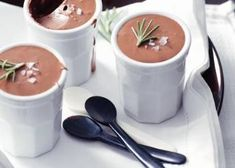 Franse Chocolademousse Dessert Drinks, Dessert Recipes, Sweet Bakery, High Tea, Sweet Recipes, Creme, Delicious Desserts, Deserts, Good Food