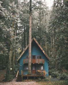 60 small mountain cabin plans with loft awesome cozy a frame cabin in the redwoods mountain house de A Frame Cabin, A Frame House, Cabin Plans With Loft, Cabin In The Woods, Little Cabin, Forest House, Woodland House, Forest Cabin, Cabins And Cottages