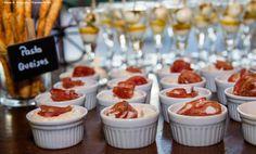Mesa de Antepastos. Pasta de queijos. Casamento Mariane e Victor. #CaptainsBuffetBuzios