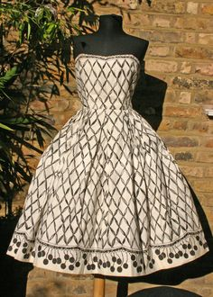 Horrockses Horrockses Crewdson and Co. is a Preston, Lancashire, firm of cotton manufacturers and pattern makers. Love Vintage, Vintage Beauty, Vintage Looks, Pretty Outfits, Pretty Dresses, Beautiful Outfits, 1950s Fashion, Vintage Fashion, Vintage Dresses
