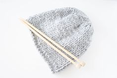 Knitting Patterns Yarn ars textura: * 23 * Last Minute Gifts – Super fast knit a hat Easy Knitting, Knitting For Beginners, Knitting Yarn, Knitting Designs, Knitting Patterns, Crochet Patterns, Knitting Ideas, Knitted Headband, Knitted Hats