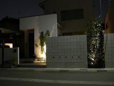 光で魅せるシンボルツリー。様々な角度から楽しめるライティングテクニック。 #lightingmeister #pinterest #gardenlighting #outdoorlighting #exterior #garden #light #house #home #symboltree #tree #lightup #シンボルツリー #光 #ライトアップ #木 #ツリー #玄関 #エントランス #門 #中庭 #庭 Instagram https://instagram.com/lightingmeister/ Facebook https://www.facebook.com/LightingMeister