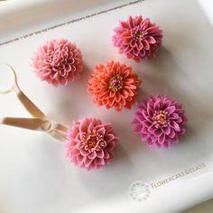 Dahlia... #butterblossom #buttercreamflowers #flowercakeclass #koreanbuttercreamflower #cakeinspiration #dahlia