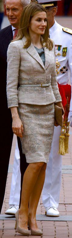 Doña Letizia estrenó el conjunto de Felipe Varela el Día de las Fuerzas Armadas, 2 de junio de 2012.