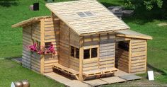 Pallets Made Home Projects for Refugees or Poor: The Pallet House can easily become a permanent structure, and could be deployed in developing countries where there are a shortage of homes. Pallet House Plans, Pallet Shed, Pallet Building, Building A Shed, Building Plans, Recycled Pallets, Wooden Pallets, Recycled House, Recycled Materials
