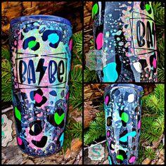 Vinyl Tumblers, Glitter Tumblers, Glitter Cups, Custom Tumblers, Crafts To Do, Arts And Crafts, Custom Cups, Cup Design, Cute Diys
