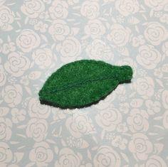 Green leaf felt pin