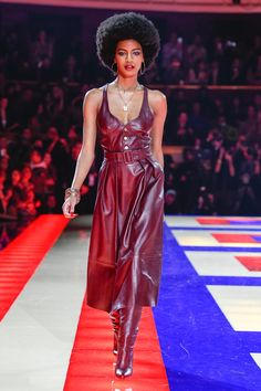 Tommy Hilfiger Looks, Fashion Show, Fashion Design, Paris Fashion, High End Fashion, The Chic, Leather Fashion, Ready To Wear, Short Dresses