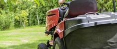 Kosenie trávy Best Zero Turn Mower, Zero Turn Lawn Mowers, Landscaping Company, Landscaping Tips, Luxury Landscaping, Landscaping Software, Best Lawn Tractor, Lawn Tractors, Lawn Pest Control