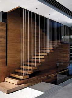 Top 10 Unique Modern Staircase Design Ideas for Your Dream House Most people dream of a big house with two or more floors. SelengkapnyaTop 10 Unique Modern Staircase Design Ideas for Your Dream House Modern Stair Railing, Stair Railing Design, Stair Handrail, Staircase Railings, Staircase Ideas, Railing Ideas, Staircases, Staircase Pictures, Floating Staircase