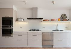 Stapleton Hall Rd, London — The Modern House Estate Agents: Architect-Designed Property For Sale in London and the UK Kitchen Dining, Kitchen Cabinets, Nice Kitchen, Modern Furniture, Home Furniture, Cool Kitchens, Modern Kitchens, New Homes For Sale, Dining Room Design
