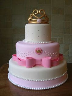 The combination of pink and pearls at the bottom cake