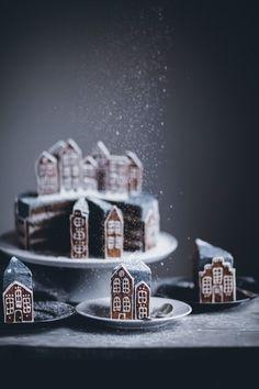 Lebkuchen-Dorf Cake – Call Me Cupcake – Weihnachten – … – Hol… Gingerbread Village Cake – Call Me Cupcake – Christmas – … – Holiday – Cupcake Christmas, Christmas Desserts, Christmas Treats, Christmas Baking, Christmas Cookies, Gingerbread Village, Gingerbread Cake, Christmas Gingerbread, Noel Christmas