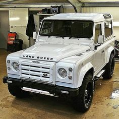 Land Rover Defender in Fuji White