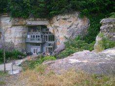 5 x ondergronds wonen - Wonen Voor Mannen - WVM - cavehouse, grotwoning, bijzondere huizen, architectuur, cave house, caveland, missouri, cave house, bijzondere architectuur, ecoliving, eco houses