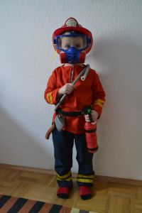 DIY Firefighter Costume made by FabRita with description