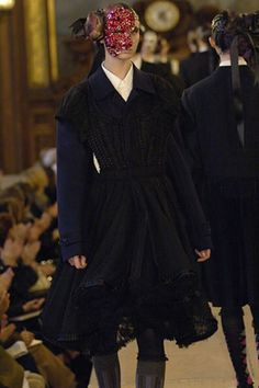 See the complete Comme des Garçons Fall 2006 Ready-to-Wear collection.