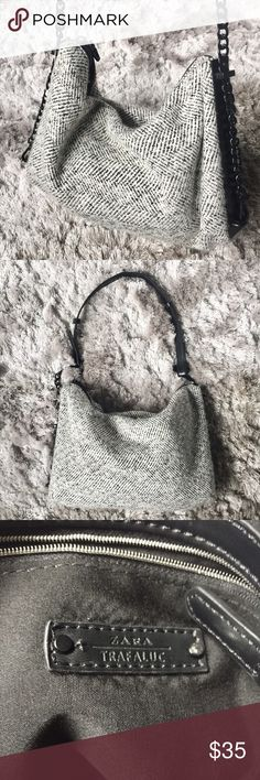 Brand NEW! Never used! ZARA B&W Tweed Handbag Beautiful black & white ZARA Tweed Handbag with matte black chain metal. Perfect for Winter!❄️️ Extremely clean interior. Tags missing but brand new and never used❤️ Extra large clutch holds LOTS!!🙌🏼 Zara Bags