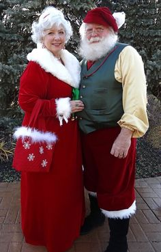 Santa Claus, Mrs Claus, Father Christmas, Mother Christmas Costume Options Tammy and nathan! Mrs Santa Claus Costume, Elf Costume, Santa Clause, Mrs Claus Outfit, Santa Costumes, Costume Ideas, Christmas Scenes, Christmas Images, Father Christmas