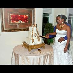 Wedding ...gold and white wedding cake. Charlotte NC golf course. Photography by Emmaleigh nikole