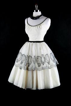 Vintage Black and White Dress...so pretty. #VintageDress