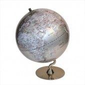 ¿Ya tienes pensado tu próximo viaje? Con este globo terráqueo podrás programar miles de ellos. ¡El mundo entero te espera!   Un regalo idóneo para espacios modernos y despachos actuales. Reúne una de las mejores cartografías actualizadas.  Color gris metalizado con los países en letras rojas y las ciudades en negro.     Medida 31 cms de diámetro   Altura 41 cms http://solohombre.es/por-categorias/para-el-viajero/globo-terraqueo-gris.html