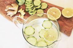Limonata detox, un rimedio semplice e naturale in grado di aiutarci a perdere peso e a ridurre il gonfiore. Deliziosa, fresca e facile da preparare.