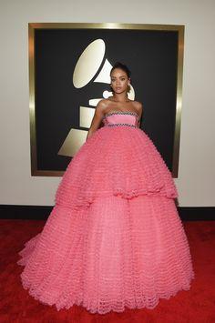Nicki Minaj |  Red Carpet Looks From The 2015 Grammy Awards! || It's a real live Barbie cake!!