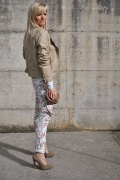 Color-Block By FelyM.: FLORAL JEANS AND A BIKER JACKET #outfit #fashion #moda #floralpants #fashionblogger