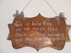 Wunderschönes Schild mit schönem Spruch und Verzierung. Diese Schilder gibt es nicht überall, ein echter Hinkucker!!!     Maße ca Höhe 30 cm und Breite ca 50 cm   &nbsp...