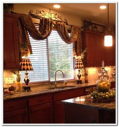 If you are having difficulty making a decision about a home decorating theme, tuscan style is a great home decorating idea. Many homeowners are attracted to the tuscan style because it combines sub… Kitchen Decor, Decor, House Interior, Kitchen Styling, Kitchen Design, Mediterranean Home Decor, Home Decor, Kitchen Window Treatments, Tuscan Kitchen