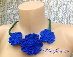Colier cu flori albastre marin,croșetez la cerere pe diverse culori.