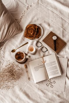 Cozy Aesthetic, Brown Aesthetic, Autumn Aesthetic, Aesthetic Vintage, Aesthetic Photo, Aesthetic Pictures, Aesthetic Korea, Flat Lay Photography, Book Photography