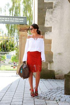 skirt:Edited(on sale!) // blouse:Shein// sandals:Buffalo(similar here) // sunglasses:Karen Walker// earrings: (get here) // bag:…