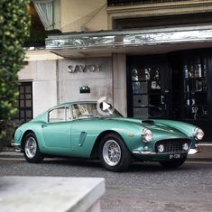 1960 Ferrari 250 Gt Vintage Sports Cars, Classic Sports Cars, Classy Cars, Sexy Cars, Vw Vintage, Ferrari F40, Ferrari Logo, Lamborghini Aventador, Classic Cars
