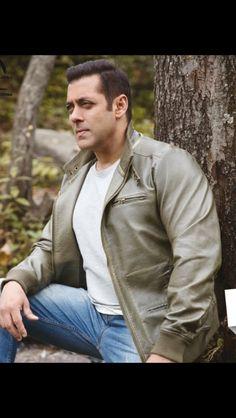 Salman Khan Photo, Handsome Celebrities, Movie Teaser, Big Big, India Fashion, Sexy Men, Fan, My Favorite Things, Men's Clothing