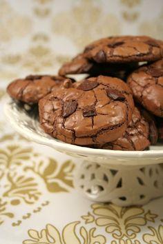 (Cookies moelleux) C'est une recette de Matha Stewart,comme je suis légèrement en manque de chocolat en ce moment,ces cookies me semblent tout indiqués pour remédier à mon petit souci !!! Ces cookies sont destinés à être doux et moelleux,on les stocke jusqu'à 3 jours (pfffff)...