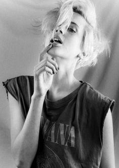 Rock and roll nirvana tee black nailpolish black and white short platina blonde haircut rocking love this shit