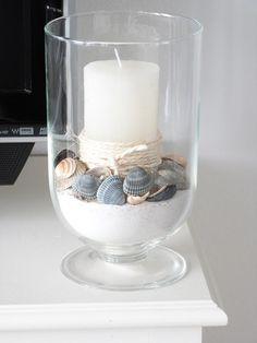 Schelpen in glazen potten en vazen