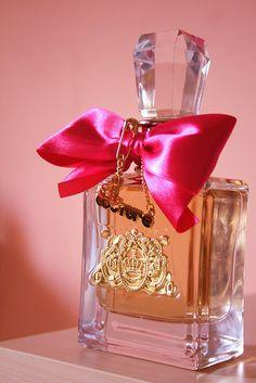 Juicy Couture Viva la Juicy Eau de Parfum my all time fav ❤️❤️❤️ Perfume And Cologne, Perfume Bottles, Pink Perfume, Juicy Couture, Viva La Juicy Perfume, Boutique Parfum, Couture Perfume, Parfum Paris, Perfume Collection