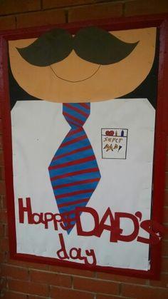 Happy Father's Day bulletin board ideas for preschool, kindergarten and kids. Teachers can use these bulletin board for happy father's day. Fathers Day Presents, Fathers Day Crafts, Happy Fathers Day, My Little Kids, Diy And Crafts, Crafts For Kids, School Door Decorations, Daddy Day, Bulletin Boards