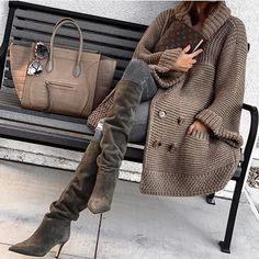 30 different cozy, warm and fuzzy fall & winter outfits to inspire your fall and winter glam. From boots to knitted sweaters there's something for everyone. Look Fashion, Winter Fashion, Fashion Outfits, Womens Fashion, Fashion Trends, Parisian Fashion, Bohemian Fashion, Fashion Fashion, Retro Fashion