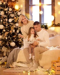 Winter Family Photos, Family Christmas Pictures, Christmas Photography, Family Photography, Christmas Portraits, New Year Photos, Family Outfits, Christmas Baby, Photoshoot
