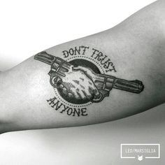 Best Old School Tattoo Ideas. We have a photo gallery featuring cool and meaning. - Best Old School Tattoo Ideas. We have a photo gallery featuring cool and meaningful tattoo ideas. Hand Tattoos, Body Art Tattoos, Girl Tattoos, Sleeve Tattoos, Maori Tattoo Frau, Maori Tattoos, Diy Tattoo, Tattoo Fonts, Tattoo Art